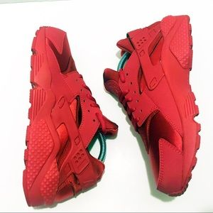 NIKE Air Huarache Run Gym Triple Red Sneaker